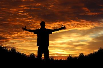 Hoe verloopt het opheffen van een besluit tot ongeschiktheid of onbewoonbaarheid?