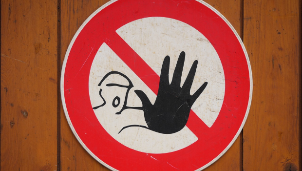 Wat is de nieuwe waarschuwingsprocedure binnen de administratieve handhaving rond woningkwaliteit?